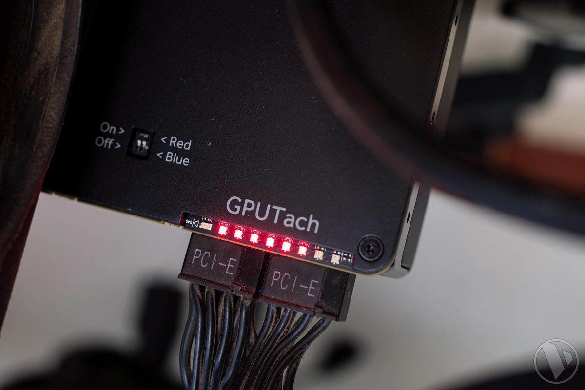 Dù mẫu Radeon RX Vega 56 trong bài thử nghiệm là mẫu reference từ AMD, thế  nhưng thiết kế của nó khá đẹp, cứng cáp, có blackplate và cả đèn LED ở ...