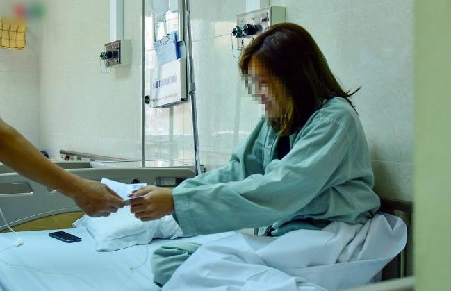 Bệnh nhân sốc ma túy nhập viện được thăm hỏi, tặng tiền gây tranh cãi? 201875502385-5438-40b1-9042-db30bd2b56f1