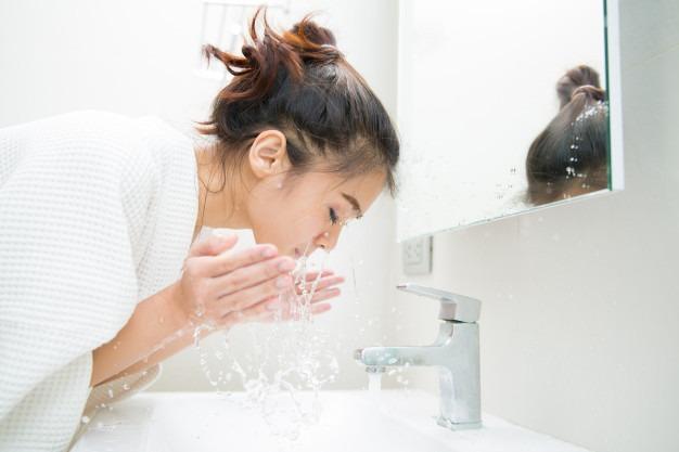 Da dầu không nên rửa mặt quá nhiều